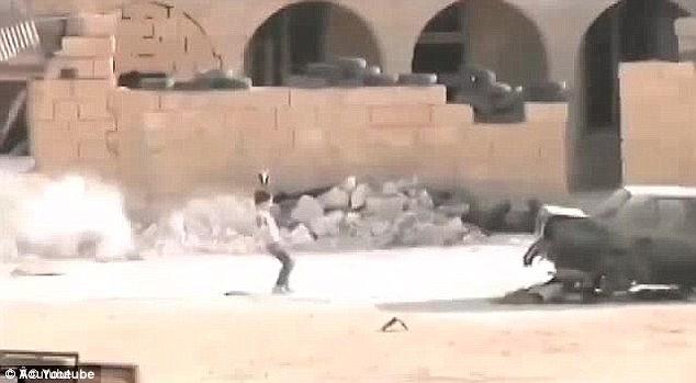 video bambino siriano eroe salva