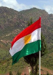 Bandiera curda. Foto da Wikipedia. Autore Jim Gordon.