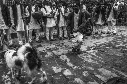 10-Durante le danze rituali, anche i cani si avvicinano, Sirubari