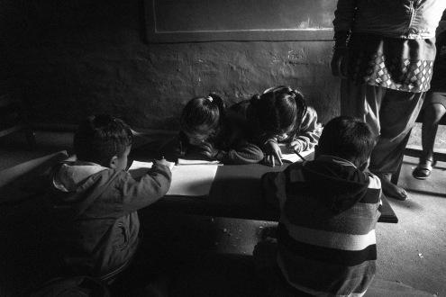 12-Studenti nella scuola di Sirubari